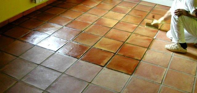 C mo preparar y tratar suelos de terracotta o barro cocido - Como limpiar suelos de barro ...